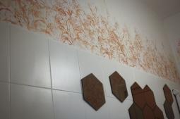 Dettaglio Decorazione bagno toni metallici caldi