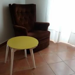 Sedia trasformata in tavolino
