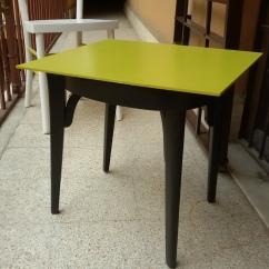 Vecchia sedia trasformata in tavolino da appoggio