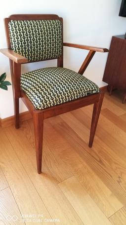Seduta Bernadette restaurata e rivestita con tessuto wax