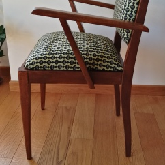 Seduta Bernadette restaurata e rivestita con tessuto wax - profilo