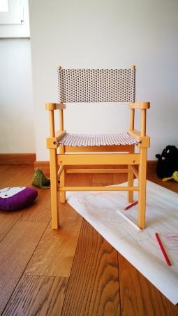 Seduta bimbo giallo caldo- fronte